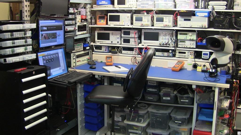 Electronic Lab Instruments : The bench corgitronics